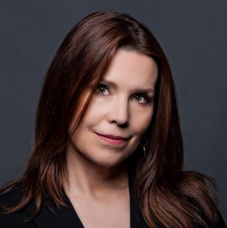 EP.22: HOW TO THINK IN BETS: ANNIE DUKE ON POKER, PROBABILITIES AND BETTER DECISIONS
